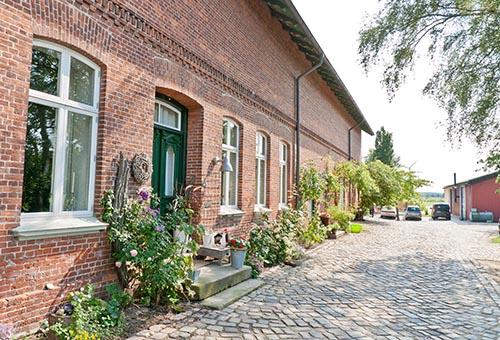 Gokarthof Einfahrt und Haustür